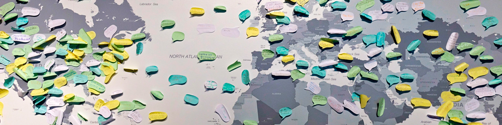 Mapa mundi repleto de Post its